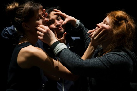 Press footage from the piece TRIO with the dancers Gilda Stillbäck, Aloun Marchal and Emilia Wärff. Photo Lars Dyrendom.