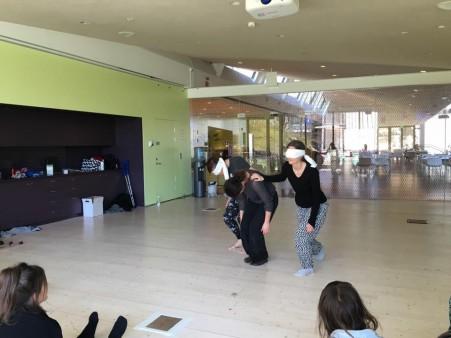 Tre deltagare visar en egen komposition.