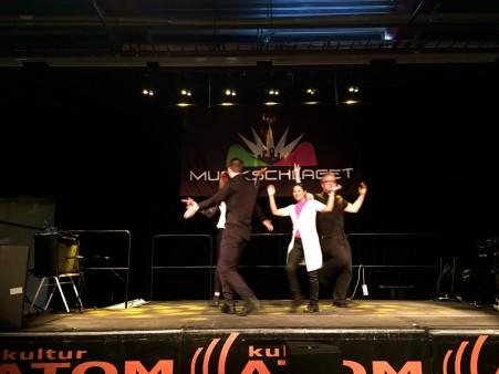 Caroline, Kristian, Anita och Adam på scen.