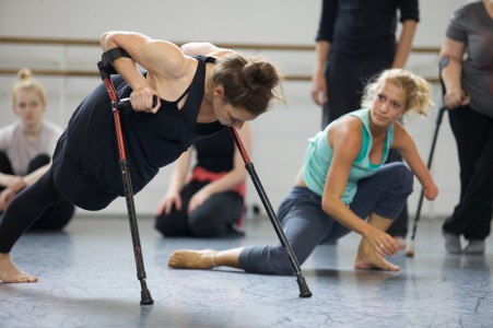 Dansare från Candoco Dance Company en av parterna i EU projektet.