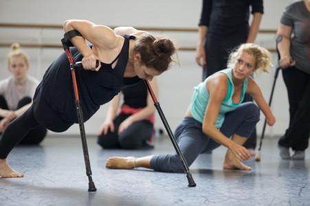 Dansare från Candoco Dance Company. Bild lånad av kompaniet.
