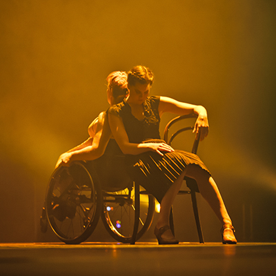 Image from the performance Kurvatur. Photo: Ismo Helén