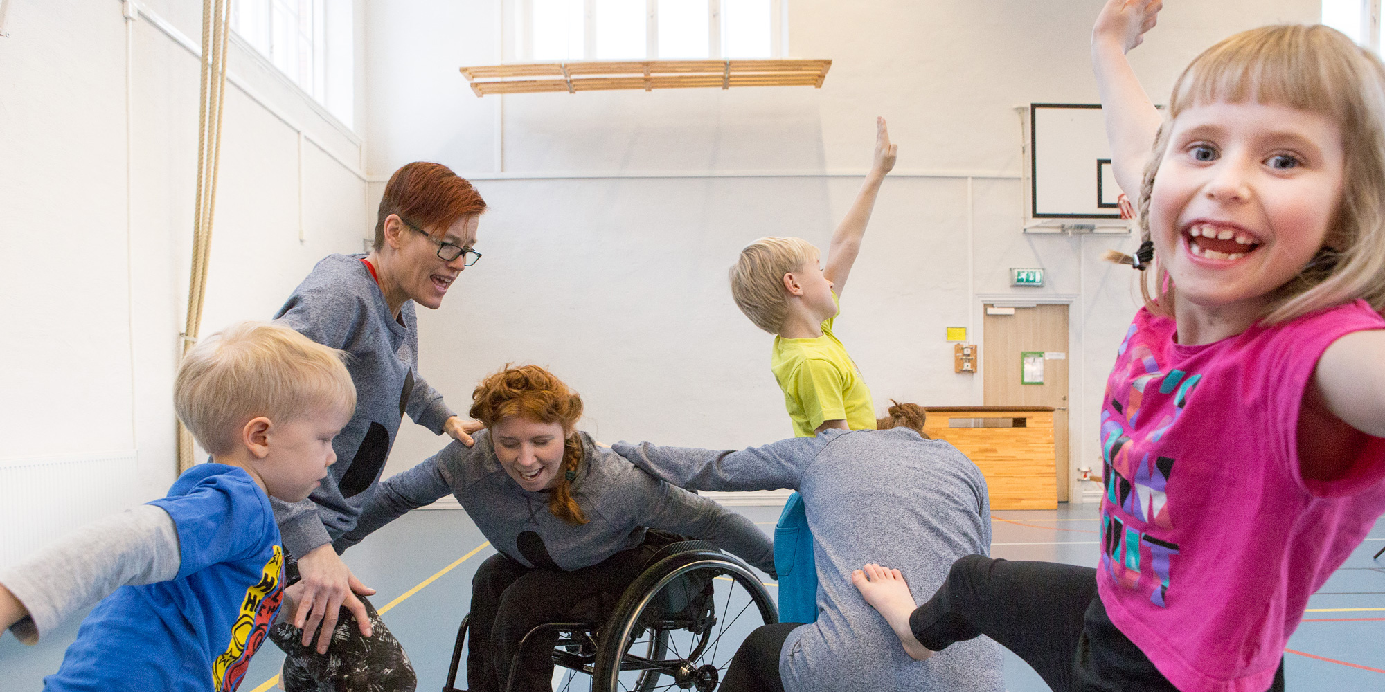 Image from dance workshop for children with dancers from Spinn. Photo: Maja Blomqvist