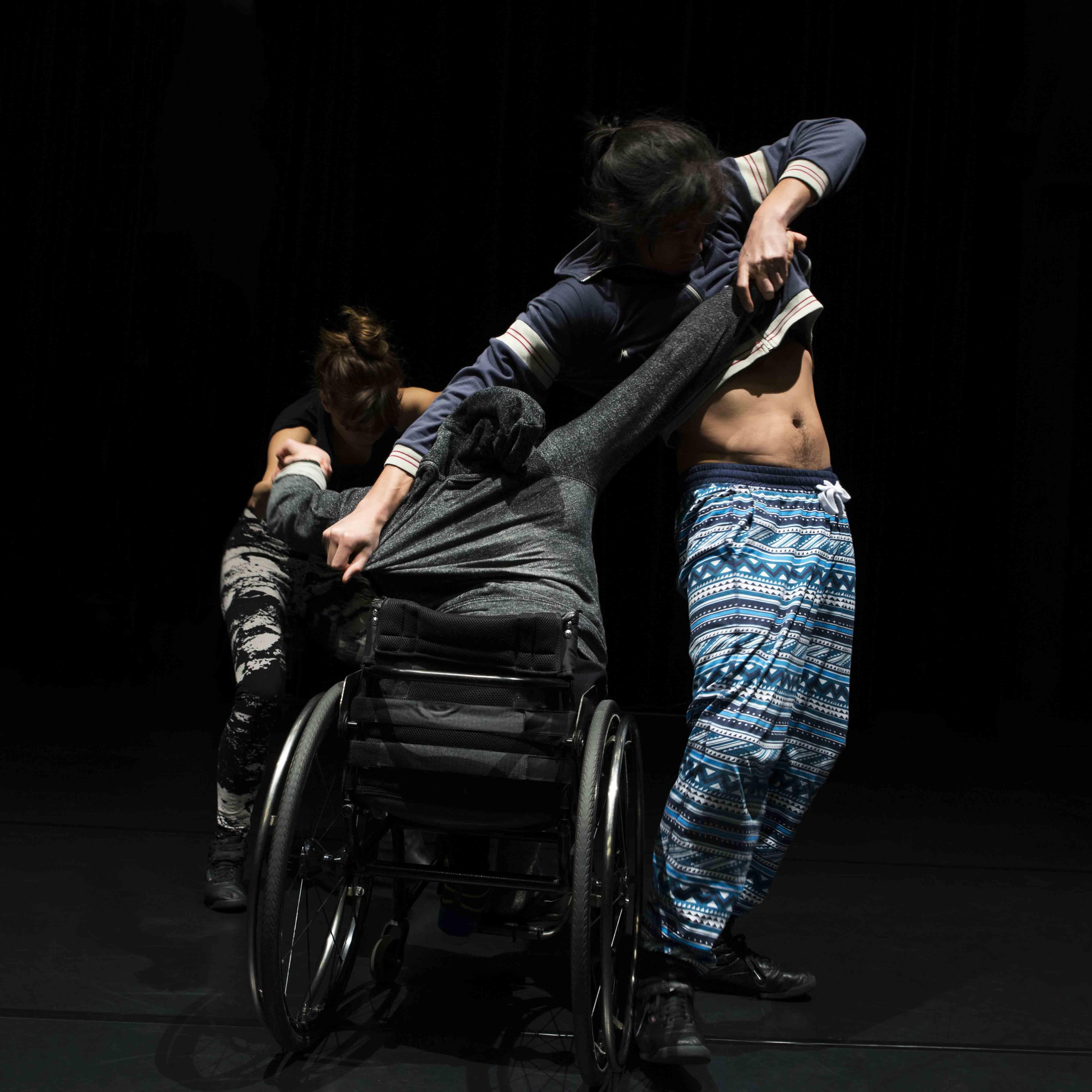 Bild från föreställningen Trio. Foto: Lars Dyrendom