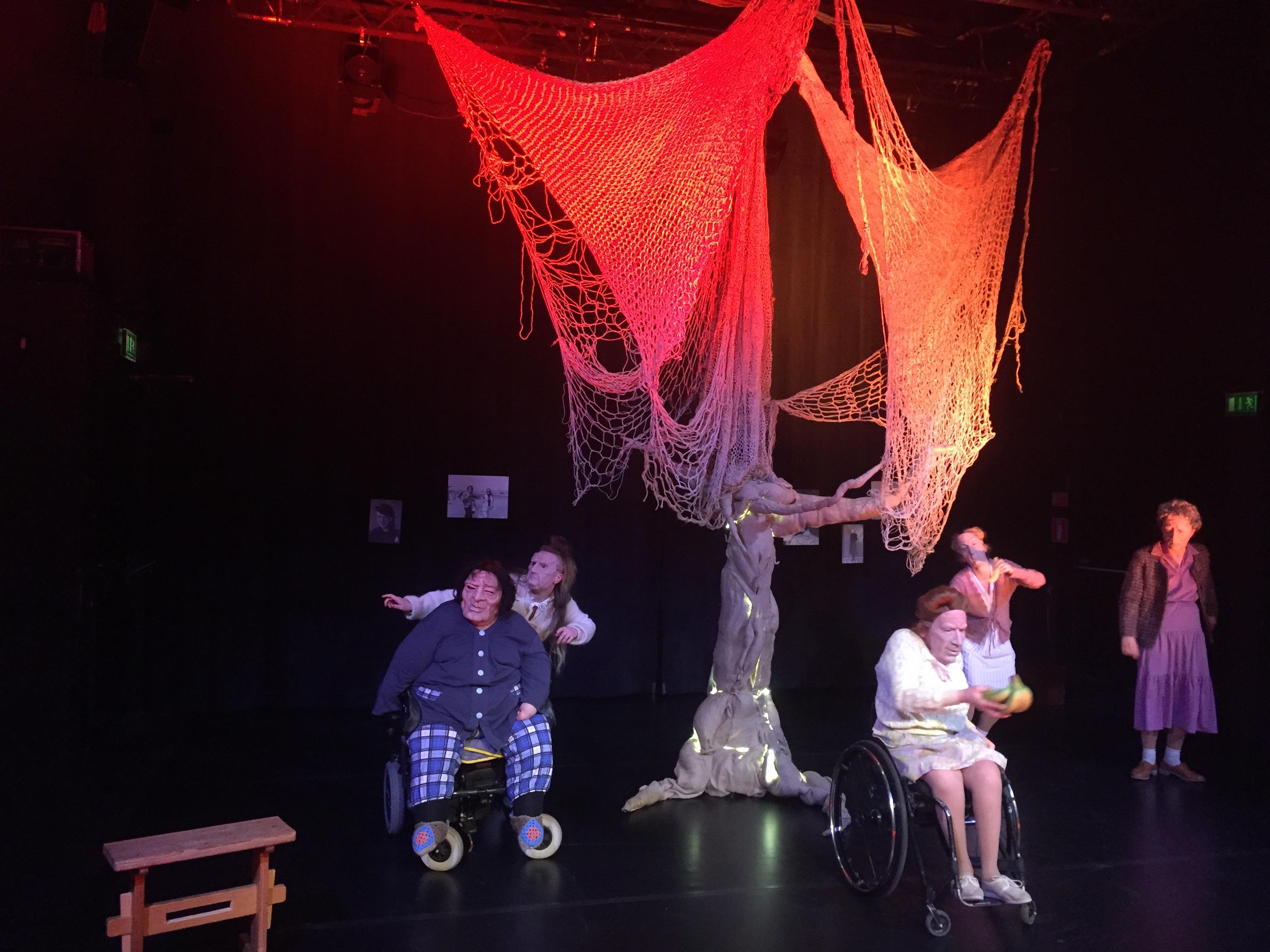 Bild från premiären av Gård av träd på Folkteatern i Göteborg, 10 februari 2017. Foto: Dag Rosenqvist