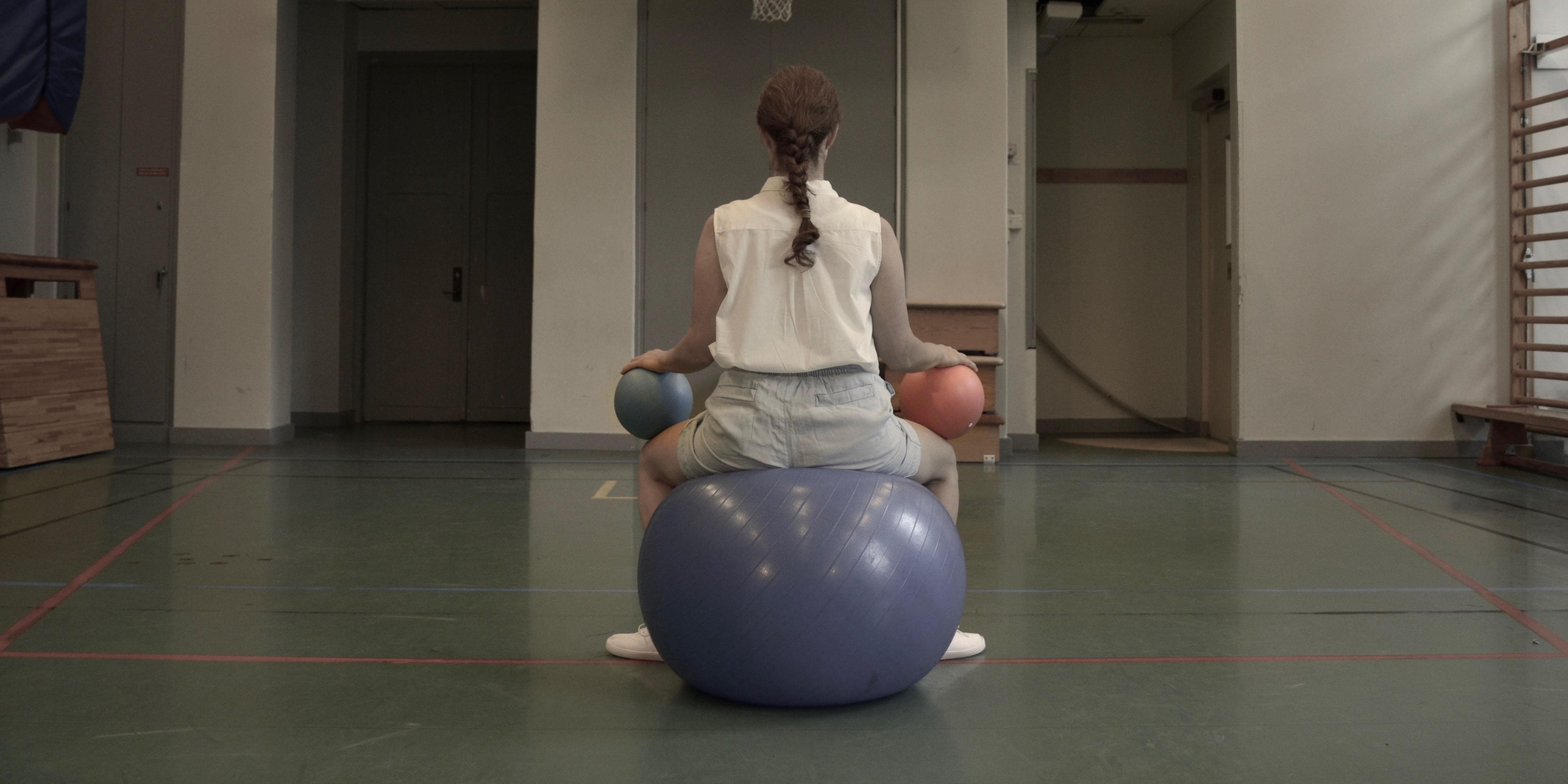 Bild från föreställningen Kryptisk sportgymnastik. Foto: Mireille Leblanc