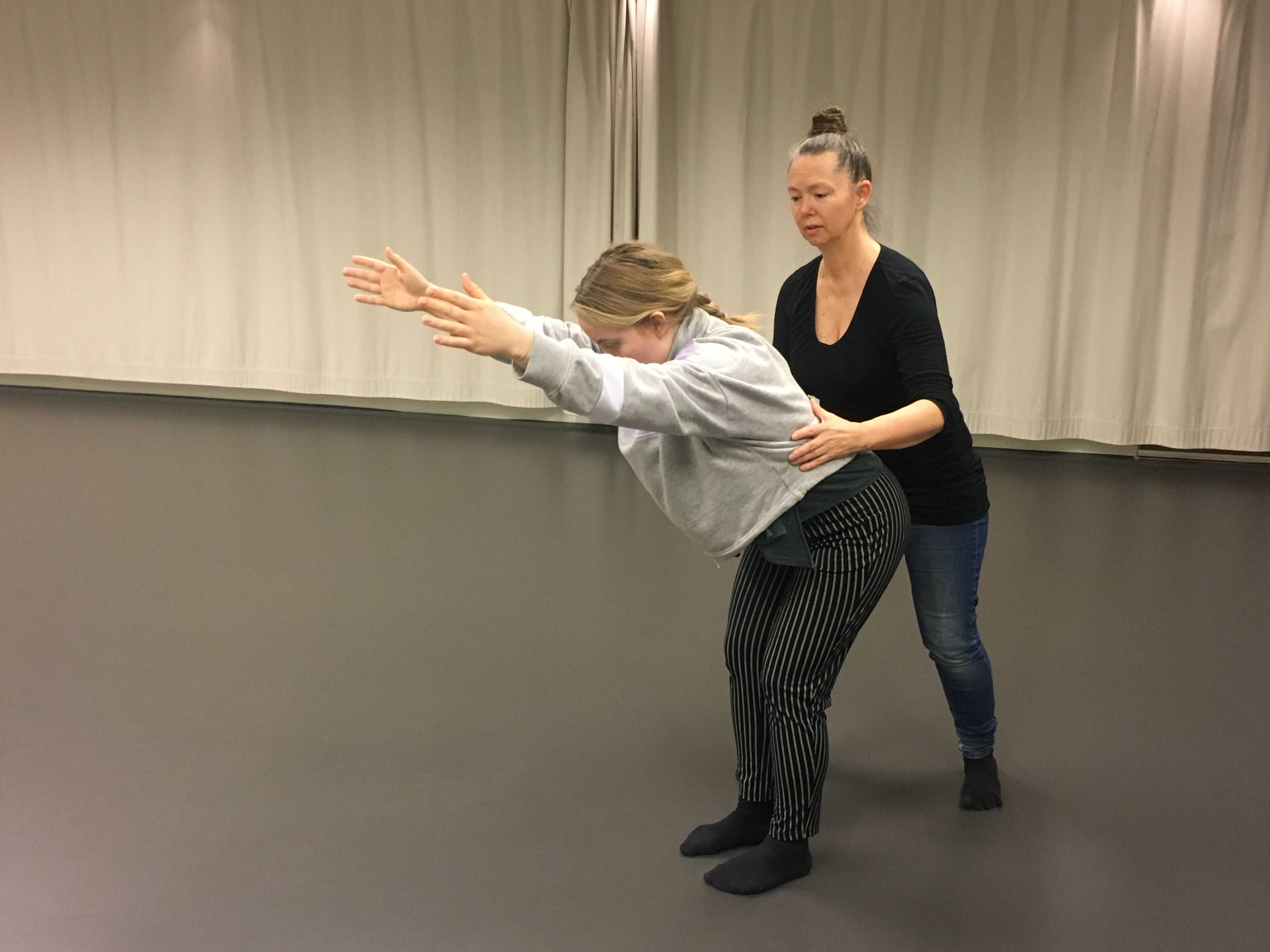Alexander Technique with dancer Britta Kangas and teacher Barbro Olsson. Photo: Veera Suvalo Grimberg